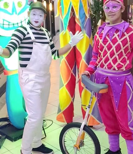 Unicyclist-and-Mime